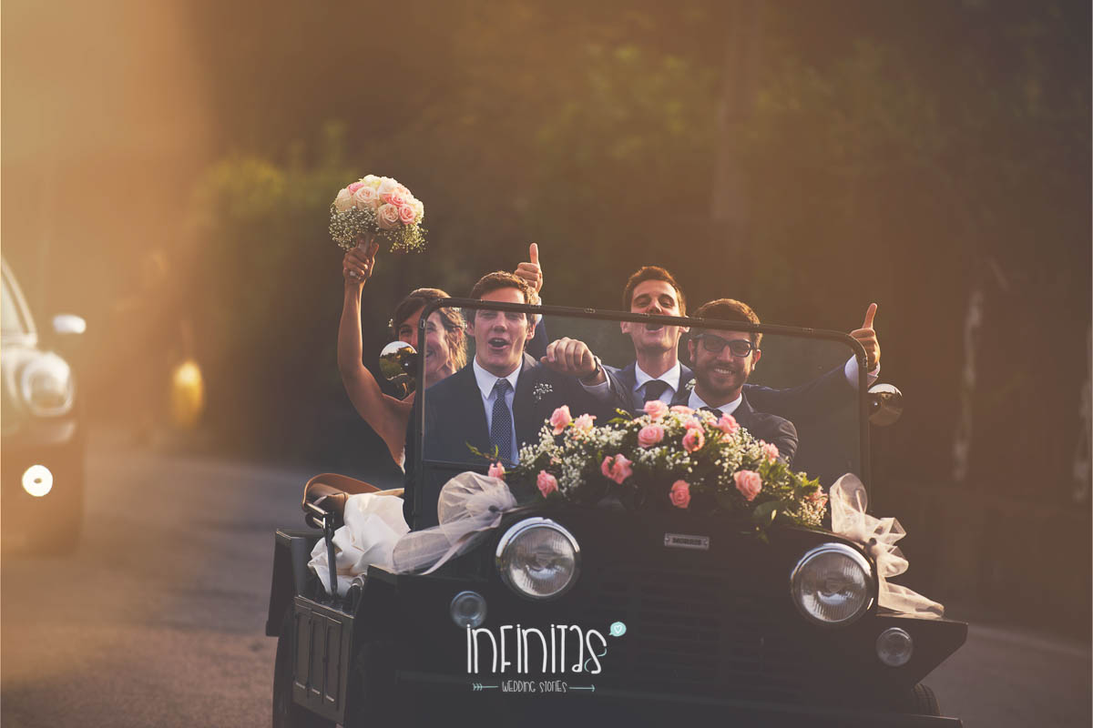 infinitas-sposi-testimoni-macchina-strada-sorriso-nologo-rid