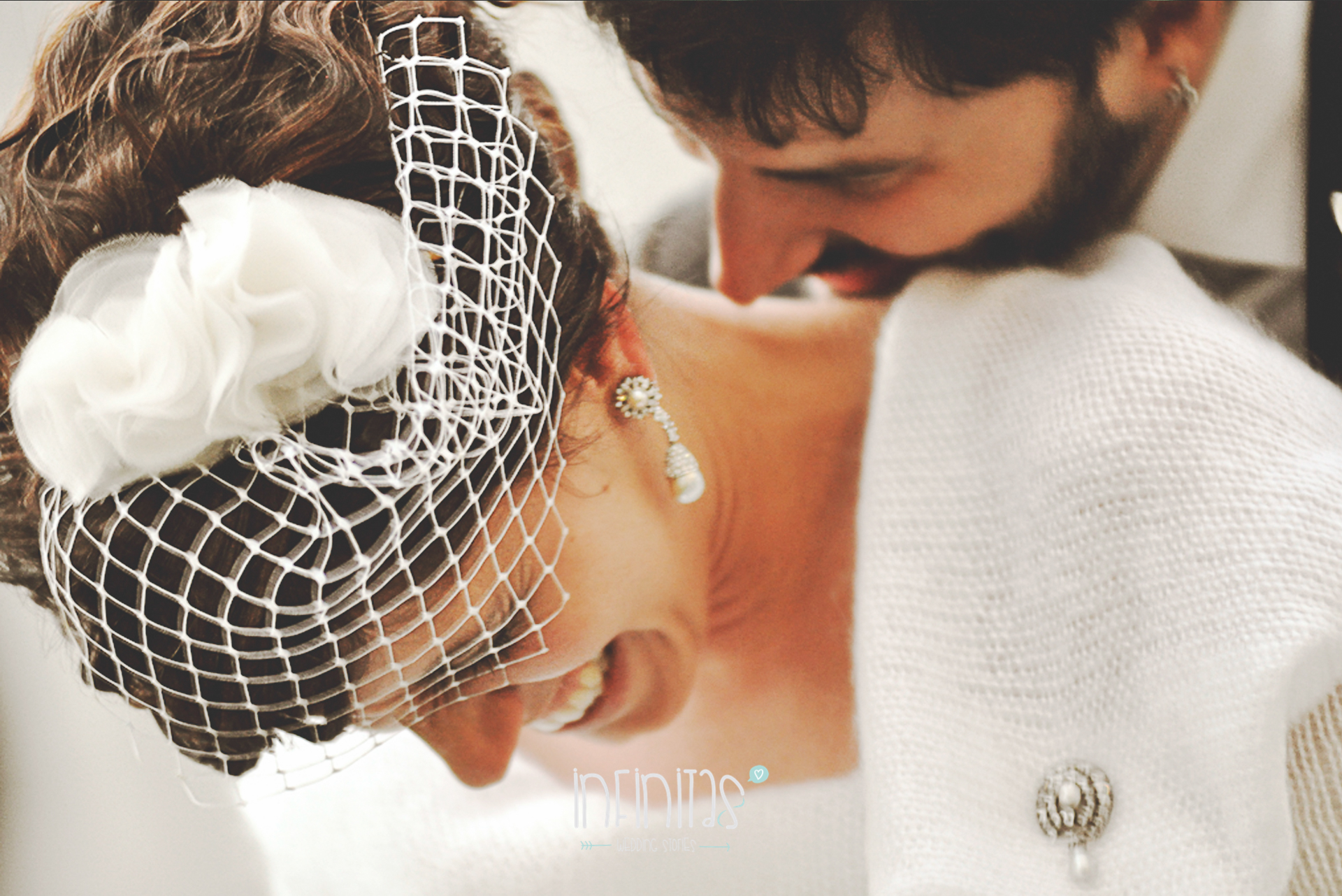 infinitas-sposa-marito-abbraccio